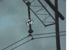 Wyładowanie koronowe - zdjęcie z kamery UV